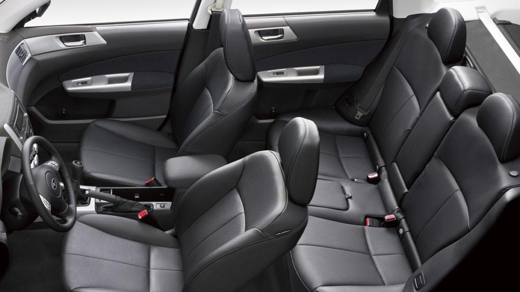 Интерьер Subaru Forester 2012